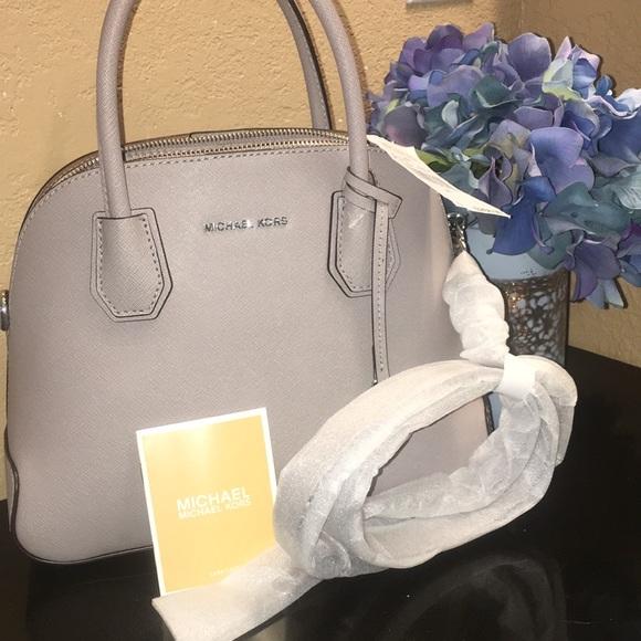 a006c4413eb1e6 MICHAEL Michael Kors Bags   Nwt Michael Kors Cindy Medium Dome ...